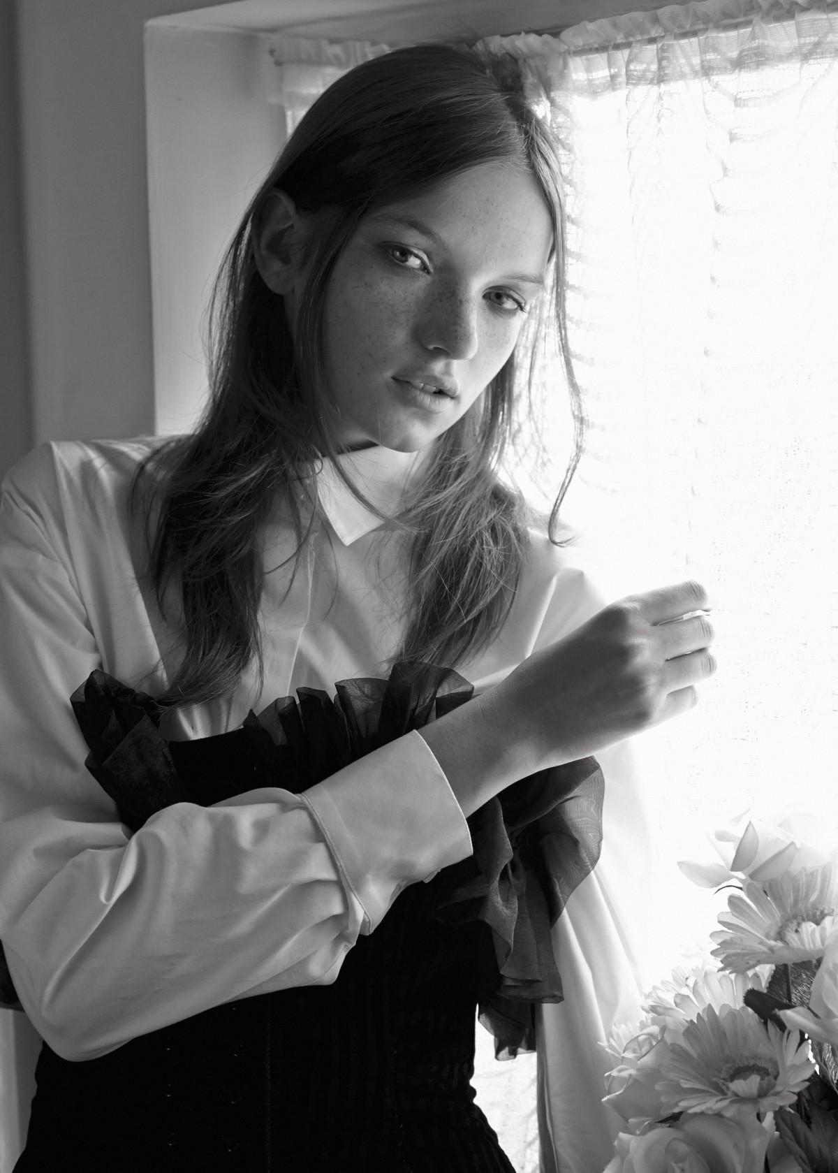 Alvar Magazine, Eva Klimkova, Punk, Mac Cosmetics, black & white